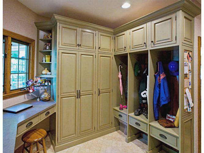 Угловая гардеробная Ходжер в классическом стиле